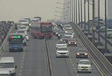Xe khách tông dải phân cách, cầu Sài Gòn tê liệt 1