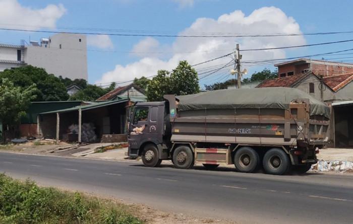 Xe quá tải lộng hành ở Tây Nguyên: Chạy ngày đêm, vô tư qua chốt 1